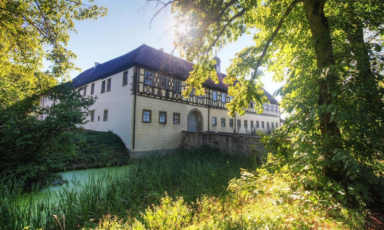 Wasserschloss_Erkenbrechsthausen_gegenart_02